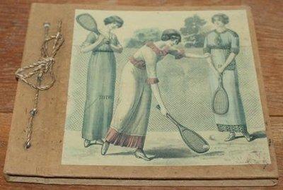 Fotoboekje, album vintage dames op tennisbaan, handgeschept