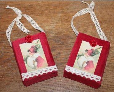 Brocante kerstdecoratie rood fluweel doosje vintage dame