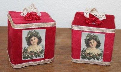 Brocante kerstdecoratie rood fluweel doosje vintage meisje