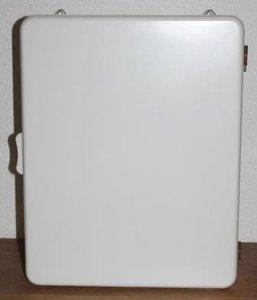Oude vintage witte brocante medicijnkastje voor de muur
