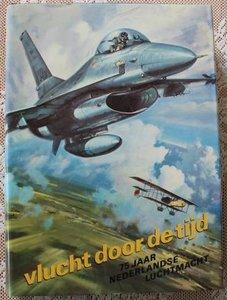 Vintage boek Vlucht door de tijd 75 jaar Nederlandse Luchtmacht