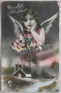 Antieke vintage brocante kerstkaart engeltje met kerkje, ingekleurd